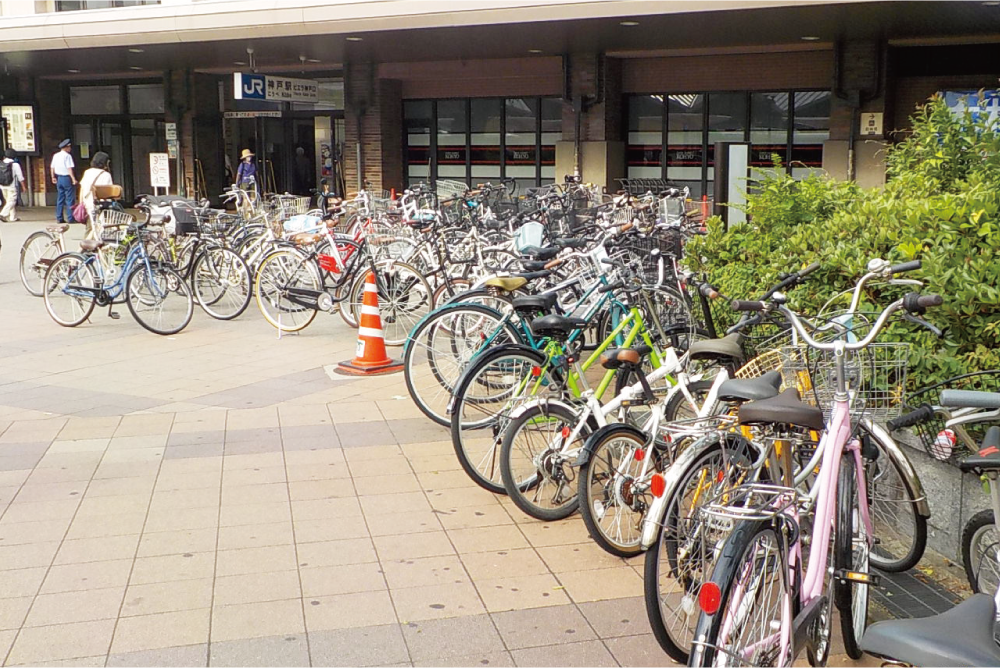 駅前の放置自転車の様子